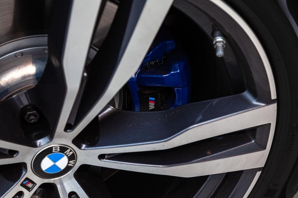 2020 Yeni BMW M550d xDrive Sedan İç Özellikleri