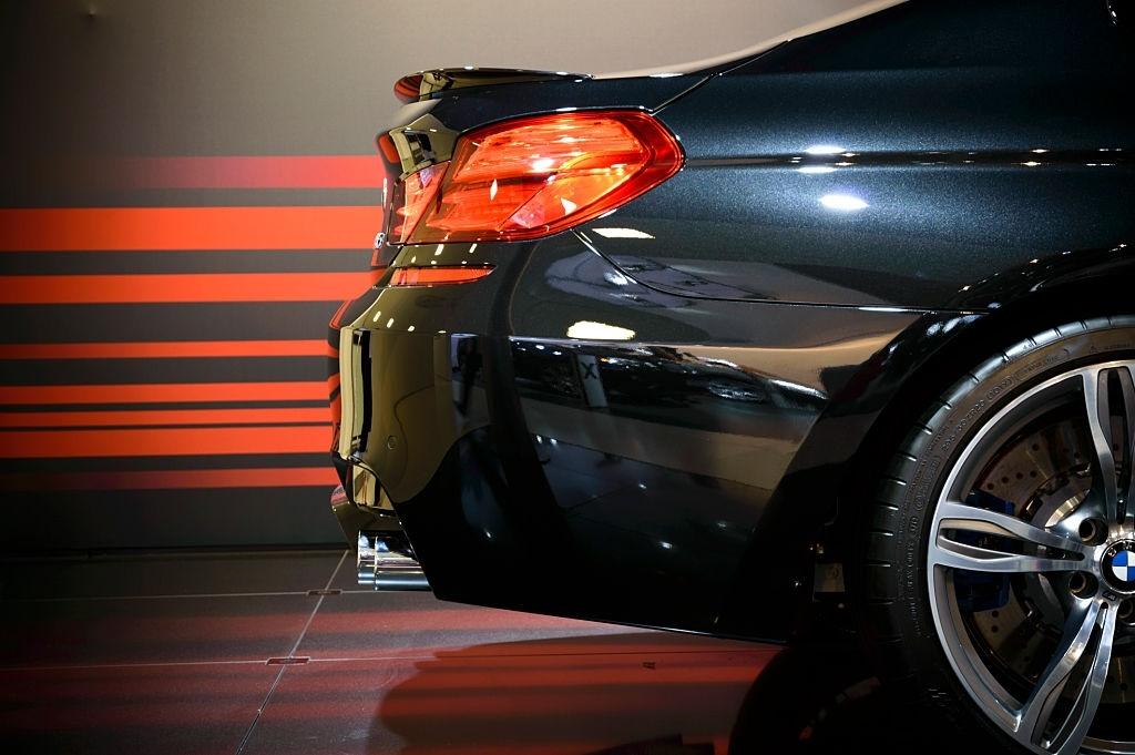 2020 Yeni BMW M8 Coupe İç Özellikleri
